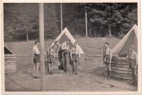 """1946 Skautský tábor """"na Rychtářce"""" - vlevo Přemysl Filip"""