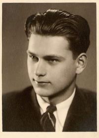 Lumír Čermák, maturitní fotka, květen 1943