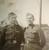 Josef Babák s otcem Josefem, 1945