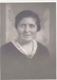 Paní Hlavičková, matka St. Zeinerta