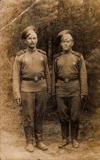 Otec narukoval do ruské armády.
