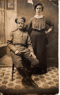 Otec Vladimíra Hryzbila s první ženou.