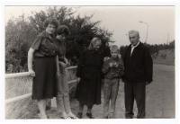 Rodiče Vl. Raka, děti a manželka, v Praze kolem r. ´65