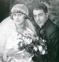 Svatební fotografie rodičů: Kateřina Steinerová a Bedřich Stecklmacher, 25. 3. 1928