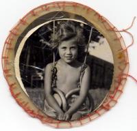 Fotka z alba, které pro Maud k narozeninám vyrobila maminka Kateřina v Terezíně: sestra Karmela Stecklmacherová