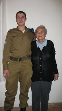Maud Michal Beerová s vnukem. Prosinec 2014