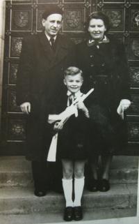 Bratr Rudolf a rodiče Mareškovi
