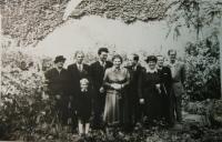 Svatba rodičů (vlevo prarodiče Čermákovi, vpravo vzadu Josef Hošek)