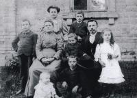 Rodina učitele Josefa Vlka (1907)