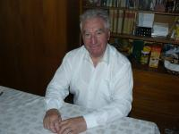Otec Anton Srholec počas rozhovoru v máji 2013