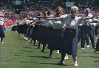Dagmar Evaldová při cvičení (v popředí)