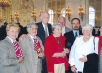 Dagmar Evaldová (druhá zleva) při přebírání vyznamenání Zlaté lípy ministra obrany ČR pro Karla Evalda in memoriam, 7. května 2014