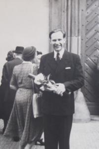 M. Lokajíček při promoci v roce 1950