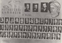 Maturitní tablo, pan Lokajíček úplně vpravo dole, 1. pol. 40. let