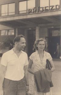 Miloš Lokajíček po návratu z komunistického vězení, 1957