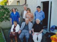 Miloš Lokajíček s dětmi a paní Jiřinou Hoškovou (manželkou pana Hoška), 2006