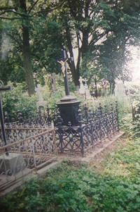 Hrob rodiny Vyletělových v Mirohošti