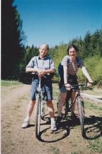 Helena Illnerová s dcerou na jaře 2003