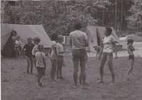 Helena Illnerová na táboře v roce 1977