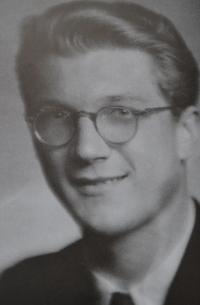 Jaro Křivohlavý on his maturity photo, 1945
