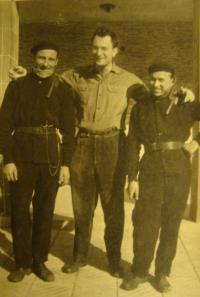 Karel Beránek s kominíky na práci na Slovensku (asi Piešťany)