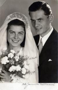 Svatební fotografie z roku 1946