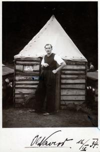 Fotografie z  tábora 1. oddílu Ostrava (fotka vůdce oddílu a tábora Oldřicha Vavroše)