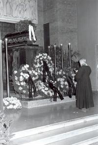 Bohumír Aleš (Axman) při pohřbu