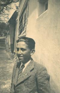 Pamětník Josef Jehlík před rodným domem, Úboč, 1937