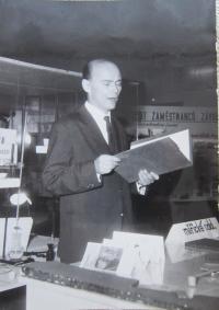 Manžel Antonín při zahajování výstavy