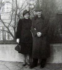 Rodiče Milana Uhdeho, 1938, Brno