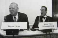 Milan Uhde a Karel Schwarzenberg, asi rok 2000, diskuze v Goethe-Institutu v Praze