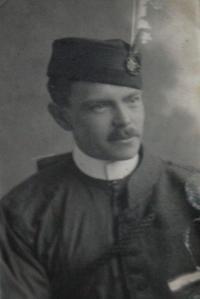 Otec v uniformě