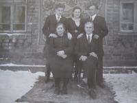 Rodina Bohumila Filípka, dole rodiče