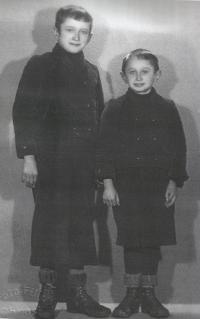 Siblings Jaroslava and Ladislav Bartůněk in the 1930s