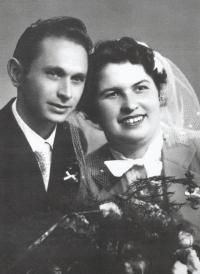 Wedding photo of Ladislav and Růžena Bartůněk from September 29, 1956