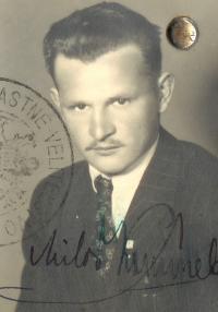 Fotografie z československého pasu, rok 1947