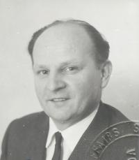 Milo Komínek v roce 1968, foto z osobního průkazu, Kanada