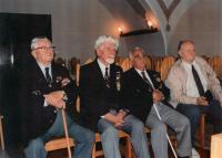 Beseda letců v Jaroměři 26.6. 1995 (zleva): gen. Peřina, gen. Fajtl, plk. Lom, Milo Komínek