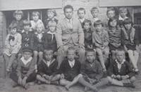 Druhá třída čs. školy obecné v Šumperku v roce 1930 (pamětník horní řada třetí zprava).