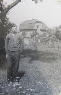 Jan Aust v Rapotíně na práci, které vykonával v rámci trestu