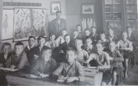 Třetí třída čs. školy obecné v Šumperku v roce 1930 .