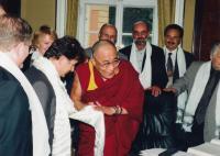 Jan Ruml vpravo vzadu za dalajlamou