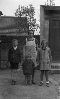 1934 - family