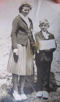 Anna Lašová with her oldest son in 1965