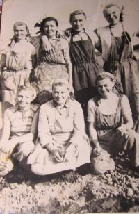 In the collective farm in Martin pri Senici (Anna Lašová at the bottom, the first from the right side)