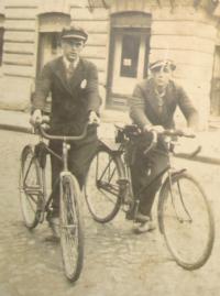 Bratr Vladislav (vlevo) zavražděný v Českém Malíně