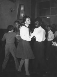 Na maškarním za černocha, 50. léta