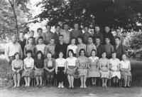 7. třída, Jaroslav Hutka druhá řada druhý zleva, konec 50. let