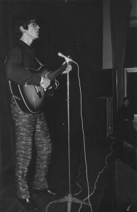 Jedno zprvních vystoupení na beatovém festivalu vOlomouci, 1967